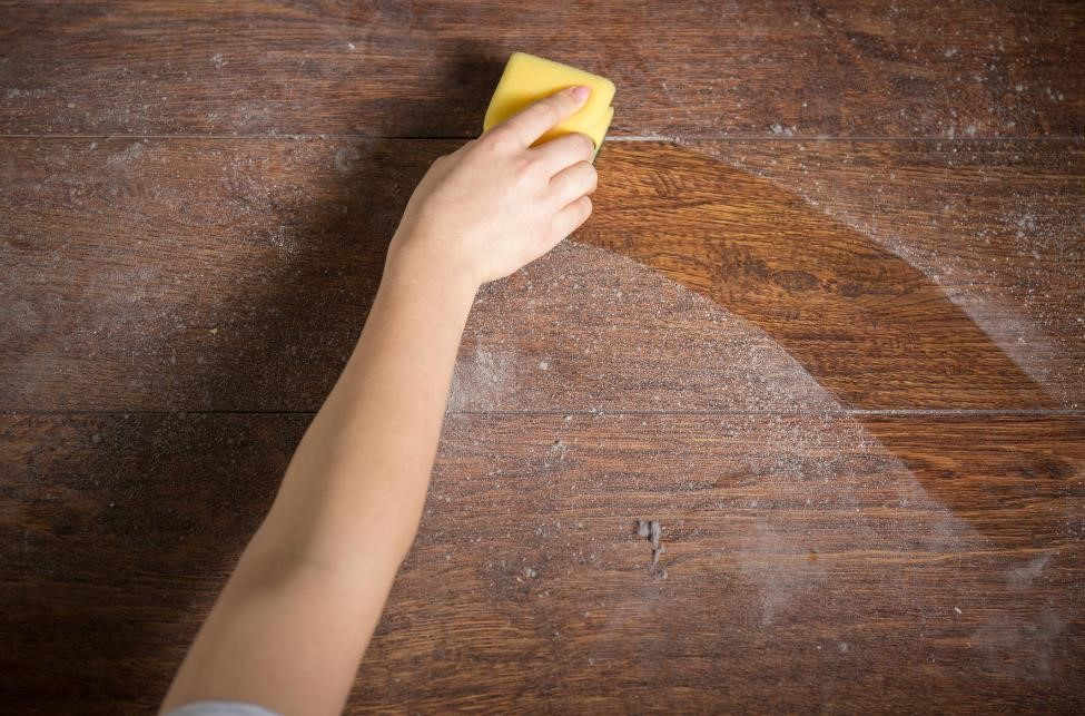 remove dust from wood